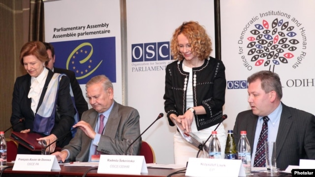 Armenia - Senior European election observers convene a joint news conference in Yerevan, 7May2012.