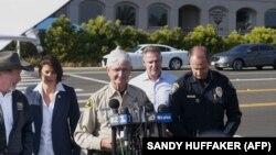 Шериф Сан-Диего дает пресс-конференцию после стрельбы в местной синагоге