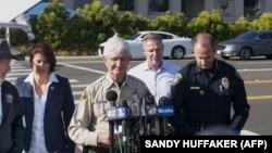 Шериф Сан-Диего дает пресс-конференцию после стрельбы в местной синагоге.