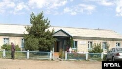 Өтеген ауылындағы емхана. Алматы облысы, қыркүйек, 2008 ж.