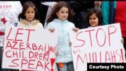Londonda İran məktəblərində Azərbaycan dilinin tədrisini tələb edən aksiya