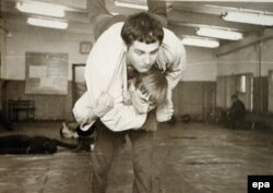 Mladi Vladimir Putin na džudo treningu u sportskoj školi u Sankt Peterburgu 1971. godine.