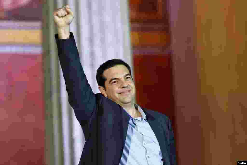 41 yaşlı Alexis Tsipras 28 iyul 1974-cü ildə Yunanıstanın paytaxtı Afinada doğulub.