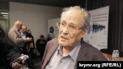 Правозащитник Сергей Ковалев на Крымском форуме во Львове