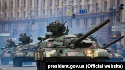 Ukraine -- Soldiers march during Ukraine's Independence Day military parade in central Kyiv, 24Aug2016