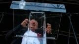 """""""Šešelju je sve dozvoljeno u onoj meri u kojoj je danas sve dozvoljeno grupi političara kojoj pripadaju Šešelj i vladajuća elita u Srbiji"""", zaključuje Srećko Mihajlović"""