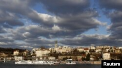 Архивска фотографија: Облаци над Белград