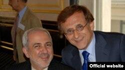 هوشنگ امیر احمدی همراه با محمد جواد ظریف، سفیر سابق ایران در سازمان ملل. (عکس: وبسایت رسمی شورای آمریکاییان - ایرانیان)