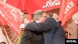 Лидер КПРФ (справа): «они» потерпели поражение