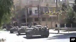 Syria -- A video grab shows tanks on the street in Deir el-Zour, 09Aug2011