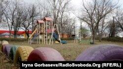 Детская площадка в центре поселка