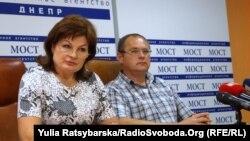 Ірина Сичова (зліва)