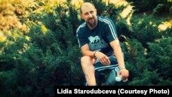 Михайло Ващенко втратив ступню під час бойових дій. Фотографія з книги