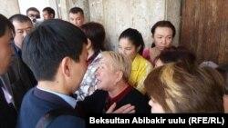 Выселение жильцов общежития. Бишкек, 21 апреля 2017 года.