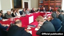 Մեծ Բրիտանիա - Հայաստանի ԱԳ նախարար Էդվարդ Նալբանդյանը ելույթ է ունենում Chatham House-ում, Լոնդոն, 10-ը սեպտեմբերի, 2015թ․