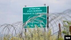 Փշալար և զգուշացնող վահանակ Վրաստանի և Հյուսիսային Օսիայի փաստացի սահմանին