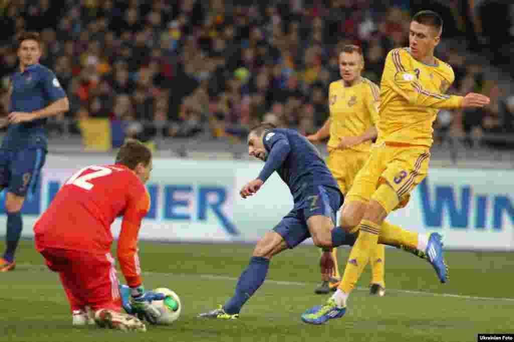 Збірна України з футболу перемогла в Києві команду Франції з рахунком 2:0 у першому з нею стиковому матчі за вихід на Чемпіонат світу 2014 року, 15 листопада
