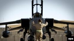 RAF Tornado GR4 kysymly uçar Kandagar howa meýdanynda, noýabr, 2014.