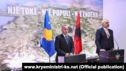 Foto nga një konferencë e përbashkët për media e kryeministrit të Kosovës, Ramush Haradinaj dhe atij të Shqipërisë, Edi Rama.