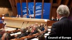 Во вторник ПАСЕ изучала подходы к завтрашней дискуссии, дав возможность высказаться всем сторонам