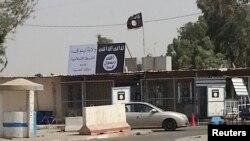پرچم شبه نظامیان داعش در موصل
