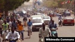 На одной из улиц столицы Буркина-Фасо - города Уагадугу