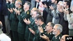 نمایی از حضور فرماندهان ارشد سپاه پاسداران در مراسم نماز جمعه تهران.