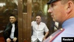 Підозрювані Лом-Алі Гайтукаєв (п) і Рустам Махмудов у залі суду