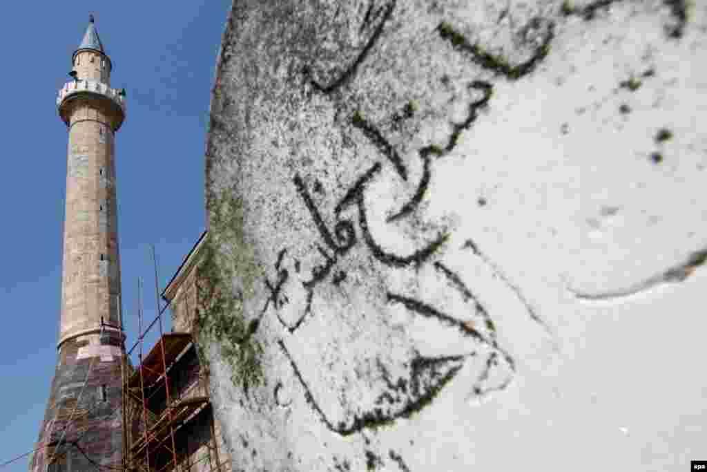 Минарет мечети Хадум в городе Гьяково.