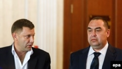 Aleksandr Zakharchenko (left) and Igor Plotnitsky in Minsk in September (file photo)
