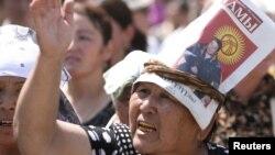 Участница одной из акций протеста в Оше. 20 августа 2010 года.