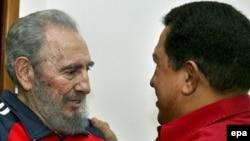 Fidel Kastro Venesuela prezidenti Huqo Çavezlə söhbət edir, Havana, 29 yanvar 2007