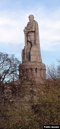 Памятник Отто фон Бисмарку в Гамбурге