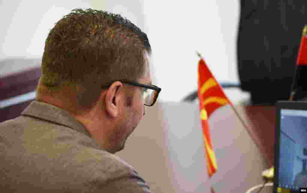 МАКЕДОНИЈА - Лидерот на ВМРО-ДПМНЕ Христијан Мицкоски денеска на средба со германската амбасадорка во земјава, Енке Холштајн, рекол дека изборите не можат да се оценат за фер и демократски, бидејќи, како што истакнал, власта спровела низа прекршувања, поткупи и неправилности во текот на гласање, соопшти ВМРО-ДПМНЕ.