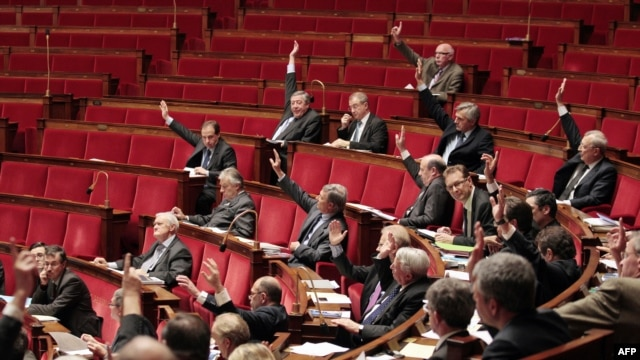 France -- Members of the French National Assembly vote an amendment, 22Dec2011