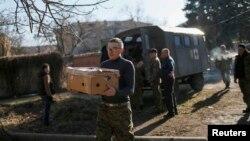 З перших днів війни на сході волонтери забезпечували воїнів усім необхідним