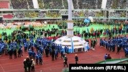 Aşqabad Olimpiya stadionunda rəsmi mərasim.
