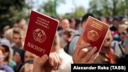 Так звані «паспорти», які видає угруповання «ЛНР»