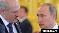 Russian President Vladimir Putin (right) and Belarusian President Alyaksandr Lukashenka. Few analysts expect the Kremlin to sanction a military intervention of the kind seen in Ukraine in 2014. (file photo)