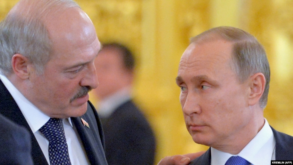 There were no major announcements following the talks, although both Russian President Vladimir Putin (right) and his Belarusian counterpart, Alyaksandr Lukashenka (left) praised the progress being made toward unifying the two countries. (file photo)