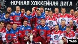 Владимир Путин в составе клуба Ночной хоккейной лиги