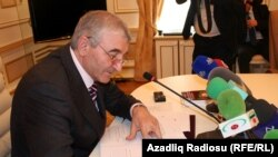 Central Election Commission Chairman Mezahir Panahov confirms the final protocol.