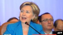 """Klinton:""""Biz palestin territoriýasynda Ysraýyl tarapyndan ilatly nokatlaryň gurulmagyny kanuny diýip hasaplamaýarys""""."""