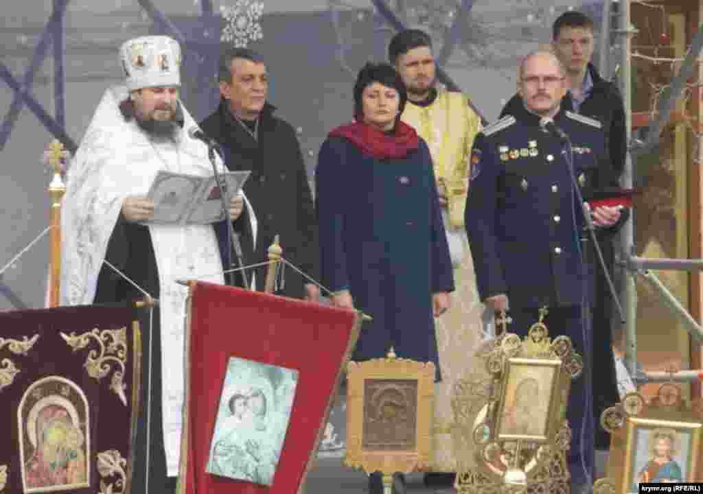 Зі сцени на площі Нахімова зачитали різдвяне послання патріарха РПЦ Кирила