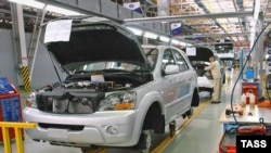 A Kia Sorento on the assembly line at the Izhavto plant.