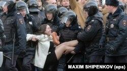 Полиция задерживает участников антикоррупционной акции в Москве, 26 марта 2017