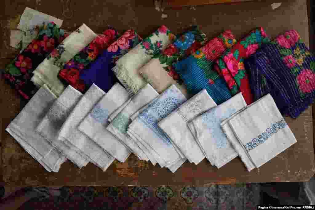 Шерстяные платки считались дорогим подарком.