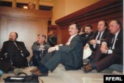 Галадоўка дэпутатаў 11-12 красавіка 1995 году. Барыс Гюнтэр - другі зьлева.