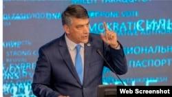 """""""Миллий тикланиш"""" партиясы орталық кеңесінің басшысы Алишер Кодиров."""