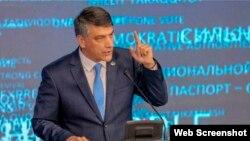 """Oliy Majlis spikeri o'rinbosari, """"Milliy tiklanish"""" partiyasi raisi Alisher Qodirov."""